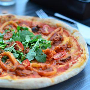 http://restauracjasi.pl/wp-content/uploads/2015/05/pizza-300x300.jpg